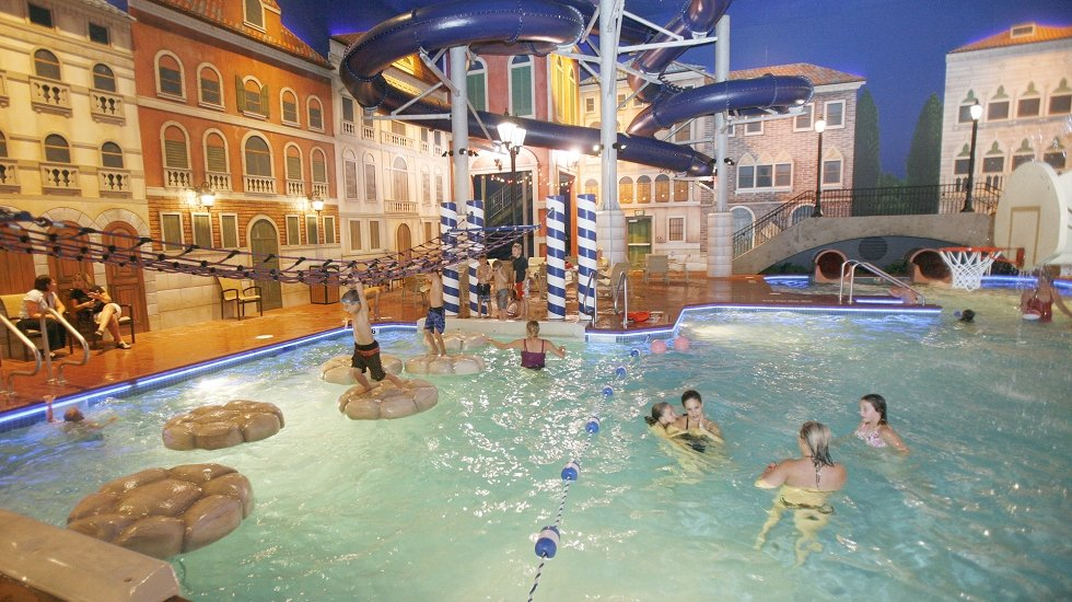 Holiday Inn & Suites Venetian Waterpark