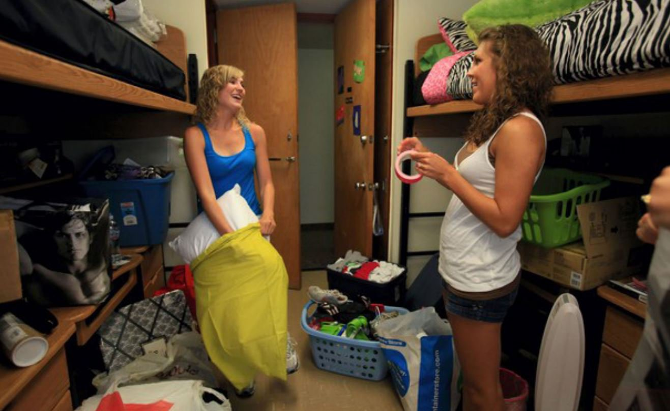 girls in dorm room