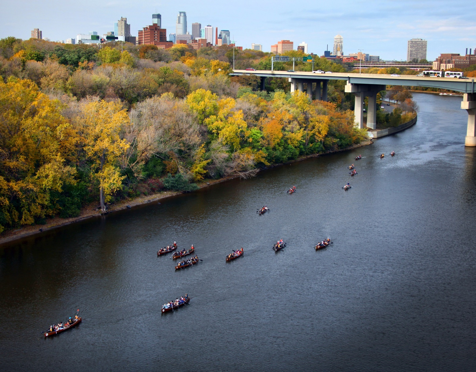 People on canoes in the Fall